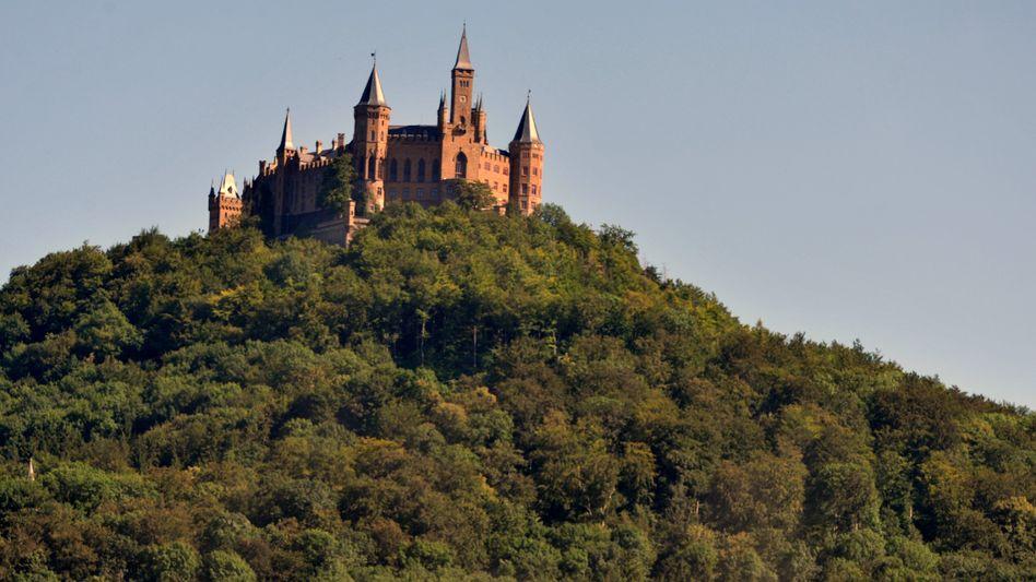 Die Burg Hohenzollern bei Bisingen gilt als bekannteste Sehenswürdigkeit im Zollernalbkreis (Archivbild)