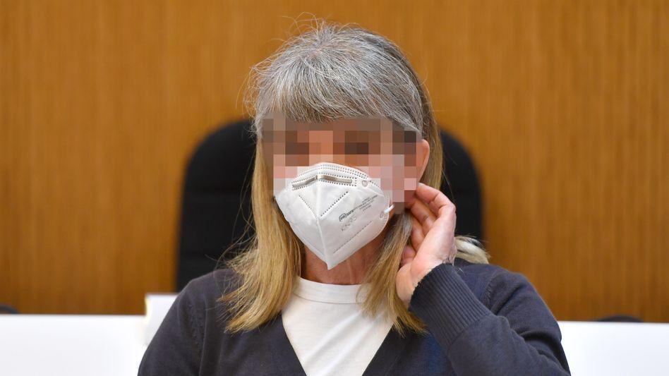 Susanne G. vor Gericht: Die Heilpraktikerin verschickte laut Anklage Briefe mit Morddrohungen und Munition an Politiker und einen Moscheeverein