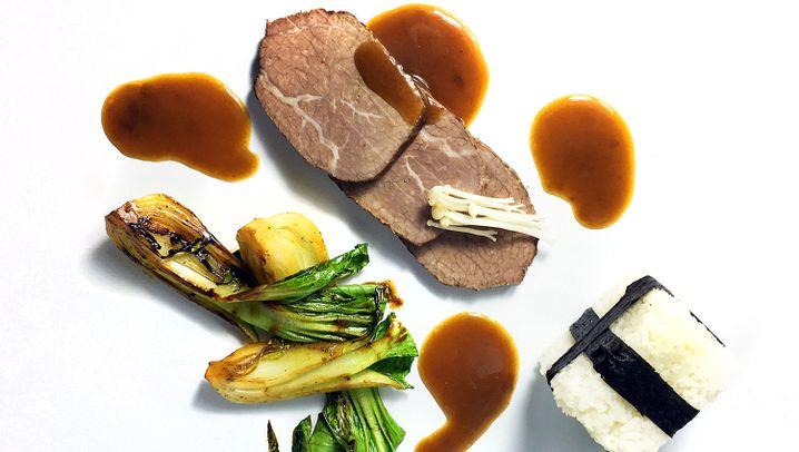 Rezept: Asia-Sauerbraten mit Onigiri und Pak Choi