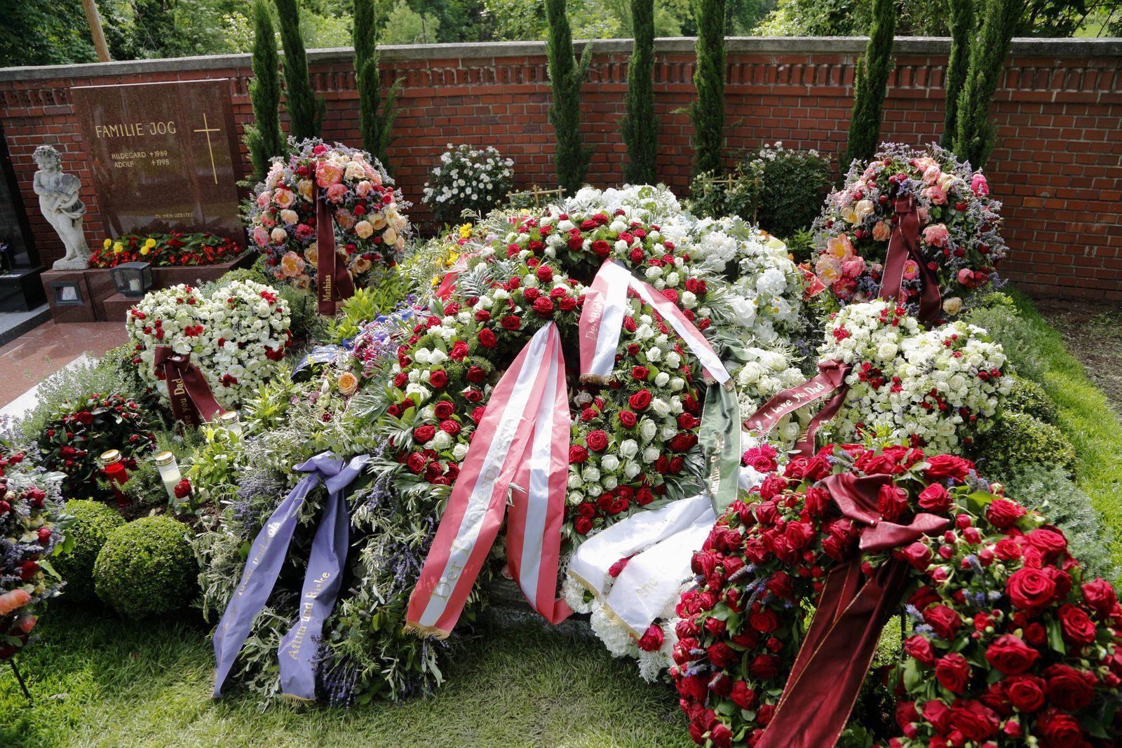Andreas Nikolaus Niki Lauda Grabstätte Wien Döbling Heiligenstätter Friedhof 31 05 2019 Grab Besta
