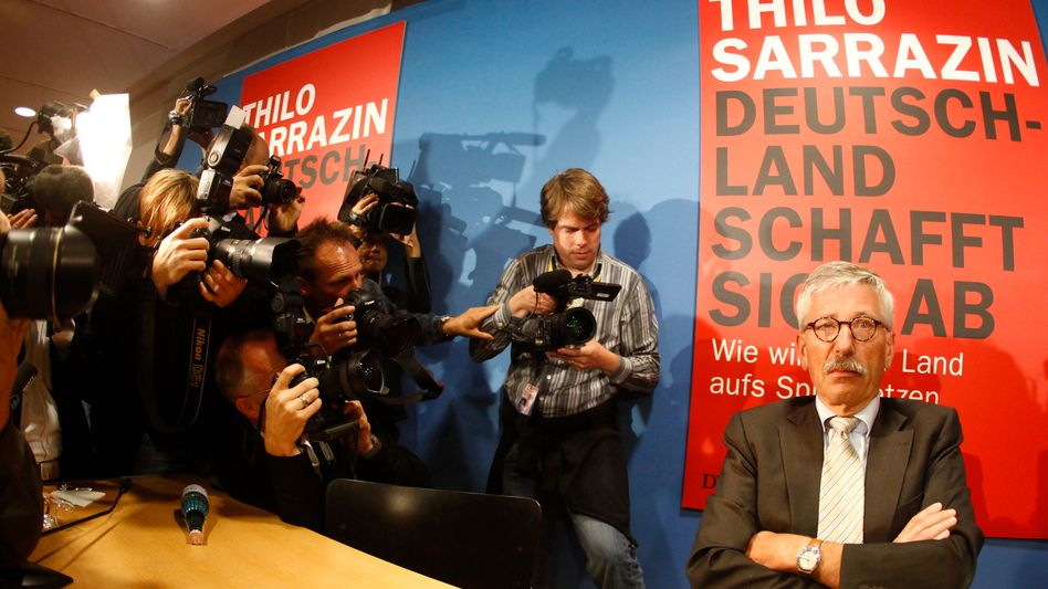 Thilo Sarrazin, defiant in the glare of the media, at the launch of his book last August.