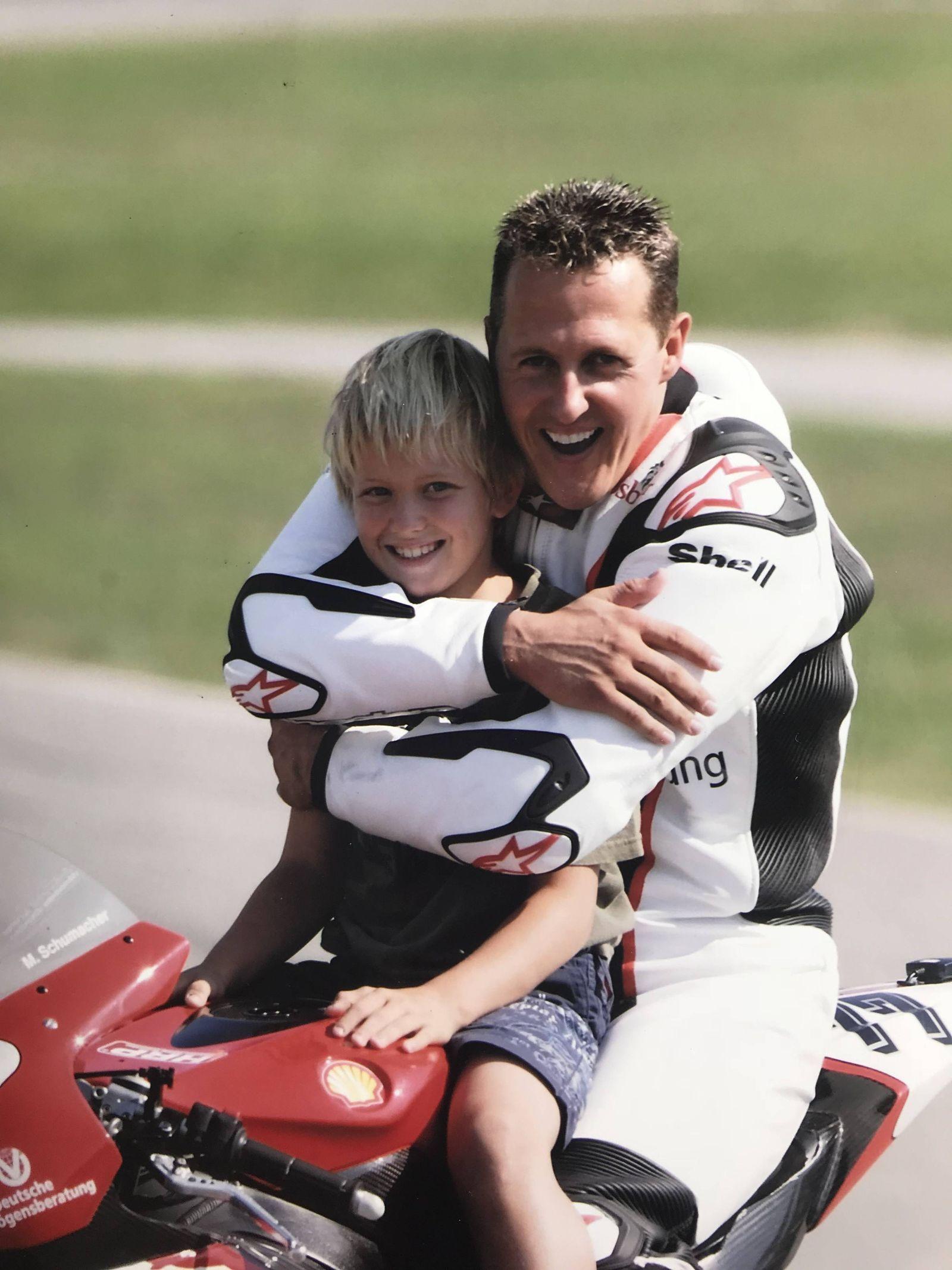 Michael und Mick Schumacher auf seiner Honda Maschine Oschersleben Deutschland *** Michael and Mick Schumacher on their