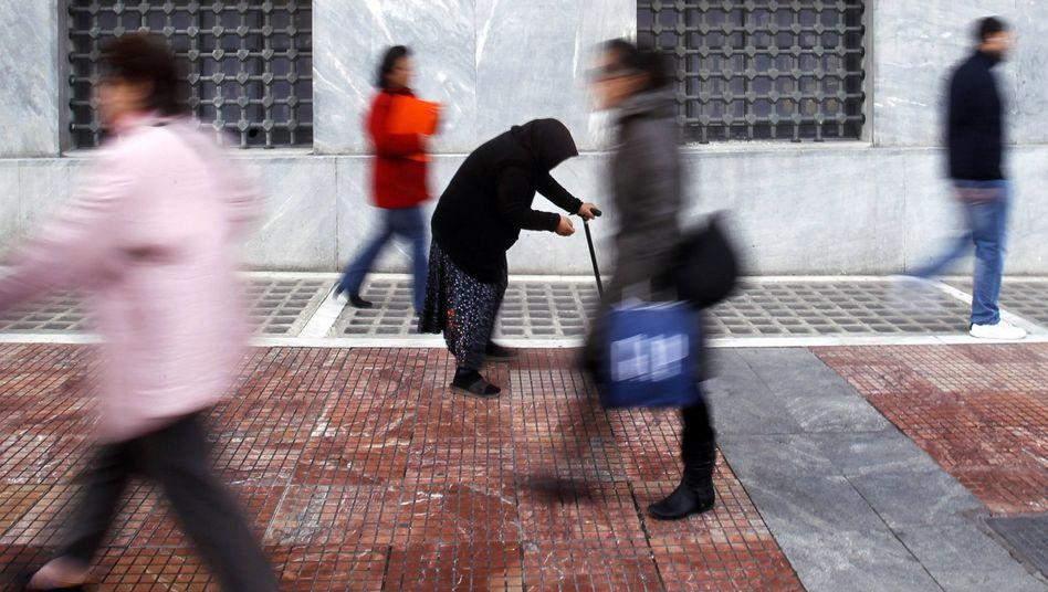 Passanten in Athen: Politisches Symbol