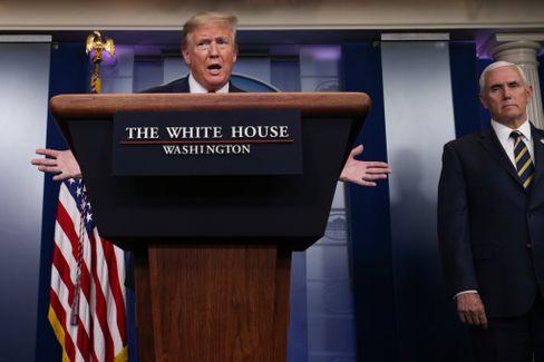 Trump gibt sein tägliches Corona-Briefing und rät zu Licht
