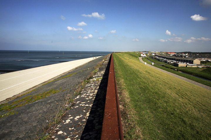 Deich in Nordholland: Zwei Effekte im Wettstreit