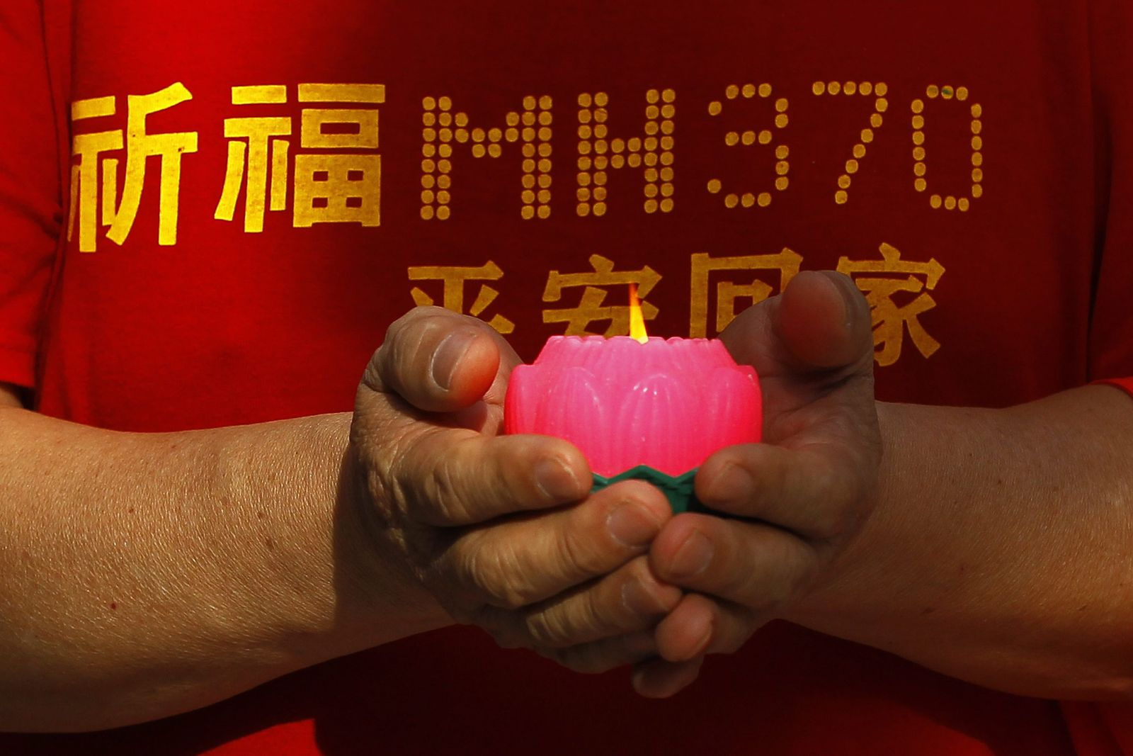 Chinese relatives of MH370 passengers visit Thean Hou Temple in M