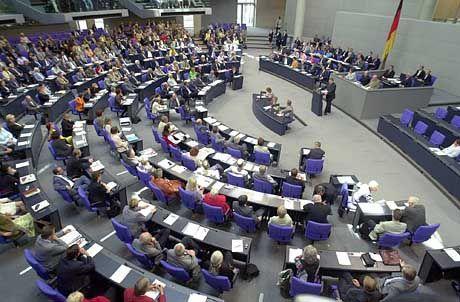 """Bundestag: 666 Abgeordnete erhalten die """"Senator-Chip-Card"""""""