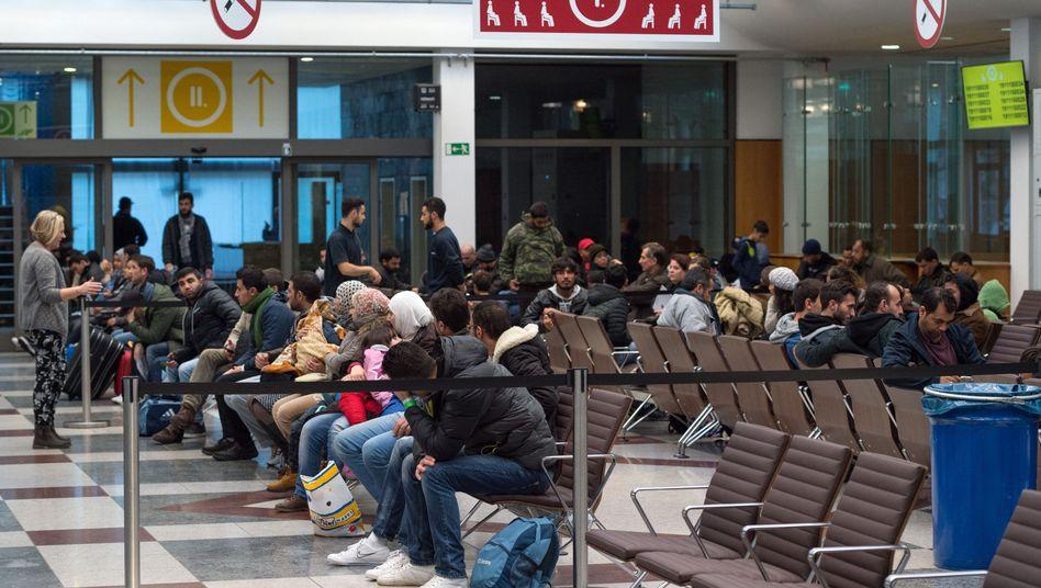 Flüchtlinge in einer Berliner Registrierungsstelle (Archivbild)
