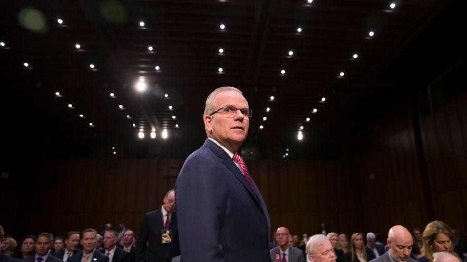 Daniel Elwell kommt zur Senatsanhörung in Washington