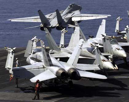 Die Angriffe auf Afghanistan wurden bislang aus der Luft bestritten. Jetzt sollen Bodentruppen eingesetzt werden