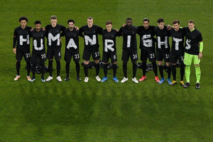 »Human Rights« – elf Buchstaben, elf Spieler