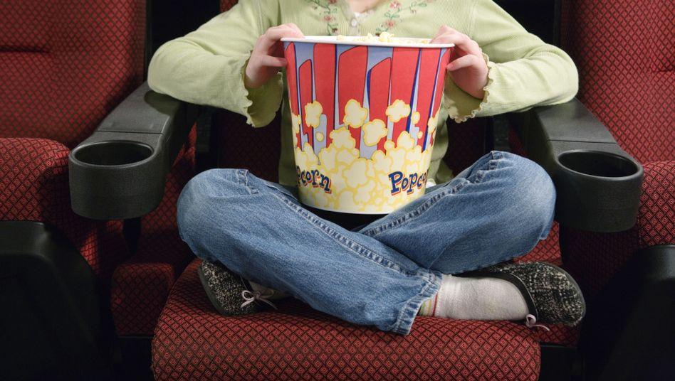Popcorn-Esserin: Lippe und Zunge stehen für Sprache nicht zur Verfügung