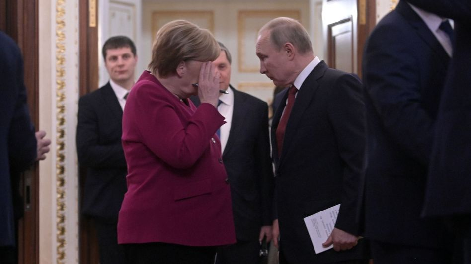 """Chancellor Merkel and President Putin in Moscow in January: """"There are now very serious questions that only the Russian government can and must answer."""""""