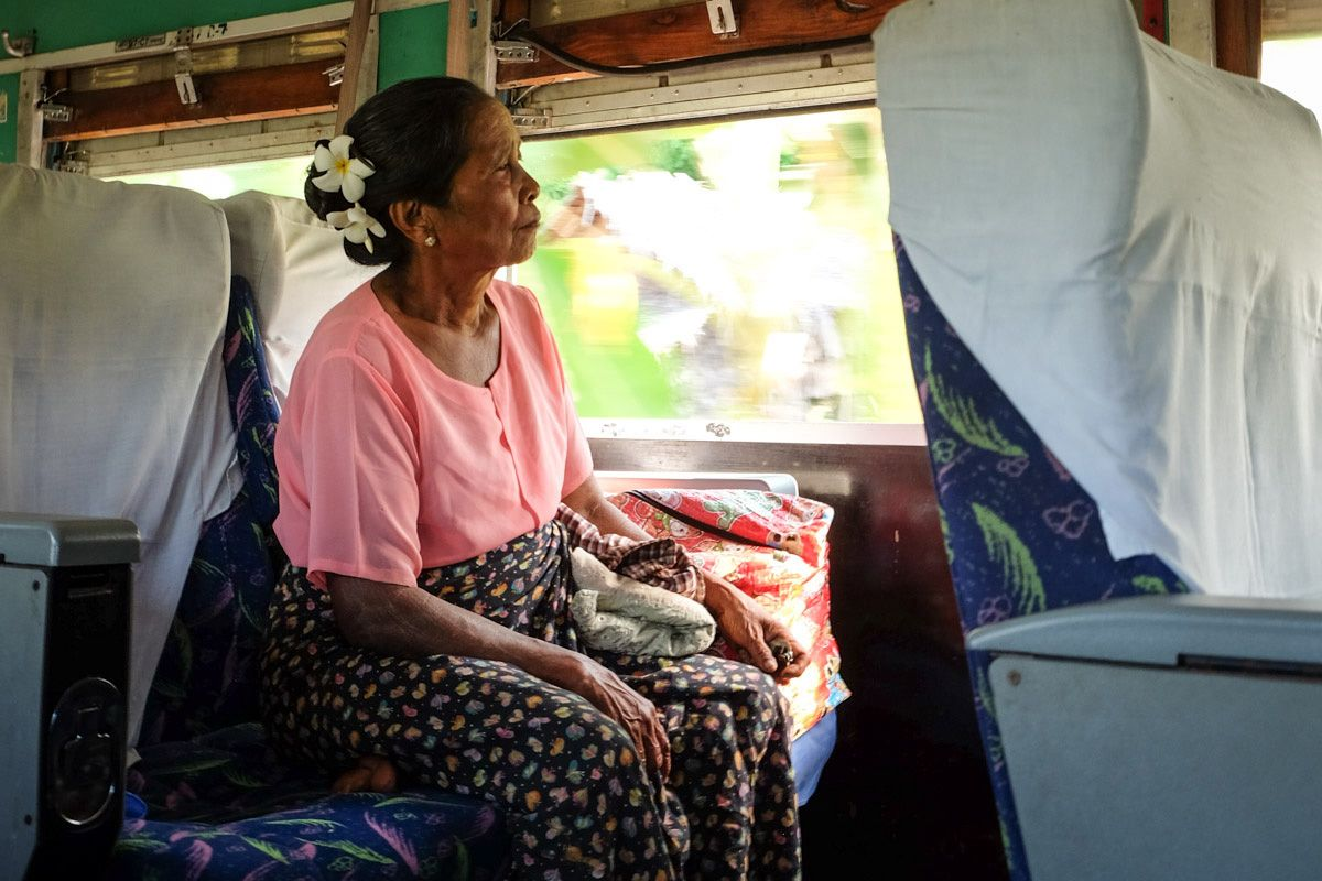 EINMALIGE VERWENDUNG Burma / Zugfahrt