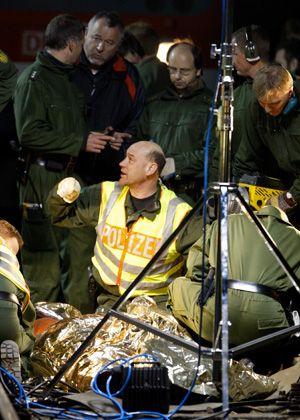 An Bahnschwellen gekettete Demonstranten: Den Zeitplan des Transports gestört