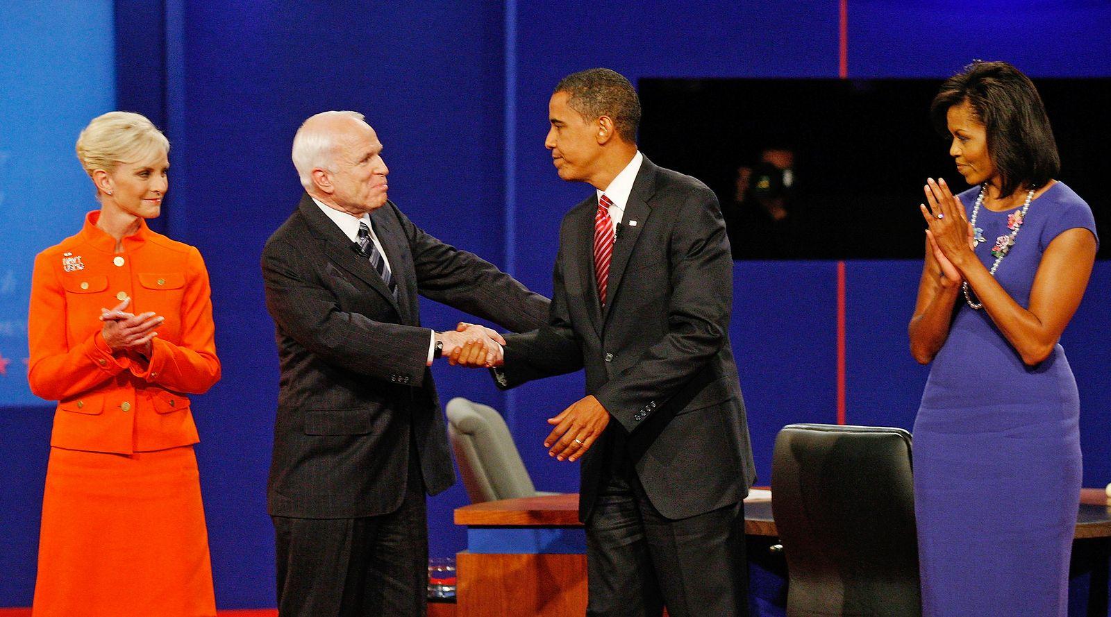 EINMALIGE VERWENDUNG Mccain/ Tod/ Trauer/ Abschied/ Barack/ Michelle/ Obama