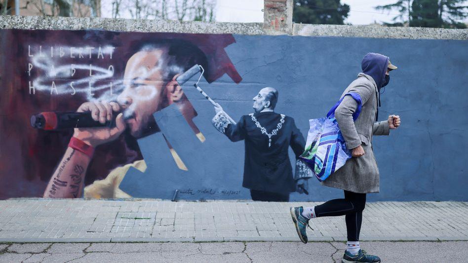 Hasél-Graffito der katalanischen Künstlerin Cinta Vidal (in Cardedeu bei Barcelona): Lieblingsfeind Juan Carlos