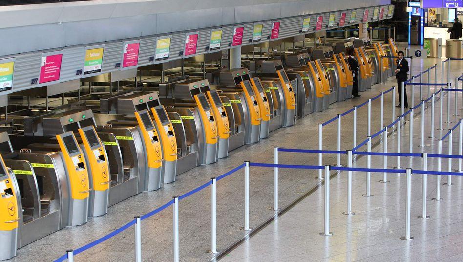 Lufthansa-Schalter am Frankfurter Flughafen