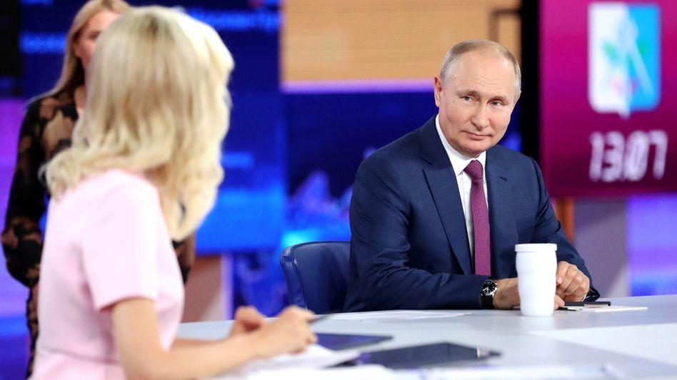 »Die Impfung ist ungefährlich«: Präsident Wladimir Putin spricht im russischen Staatsfernsehen
