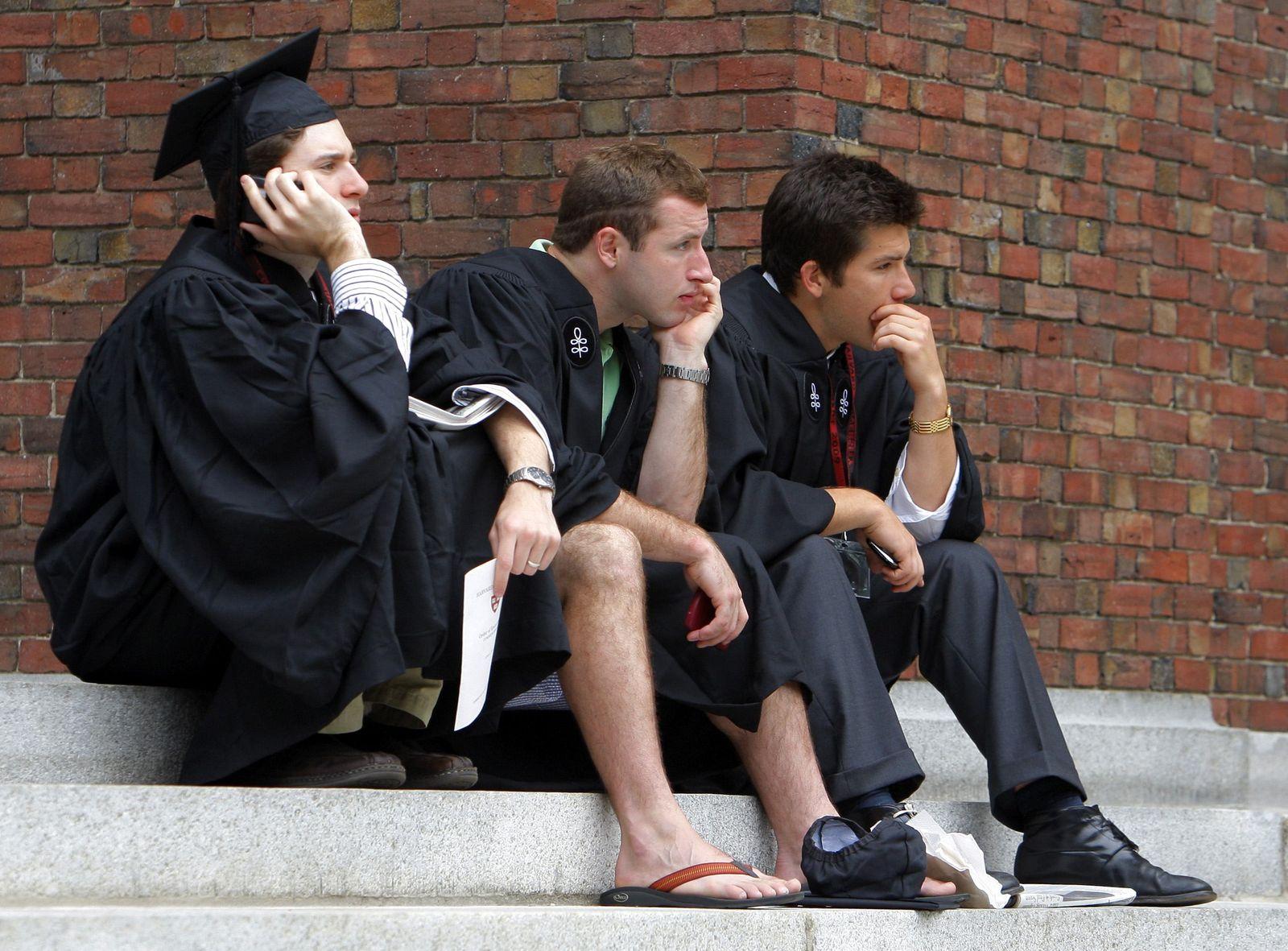 USA-ECONOMY/STUDENTS