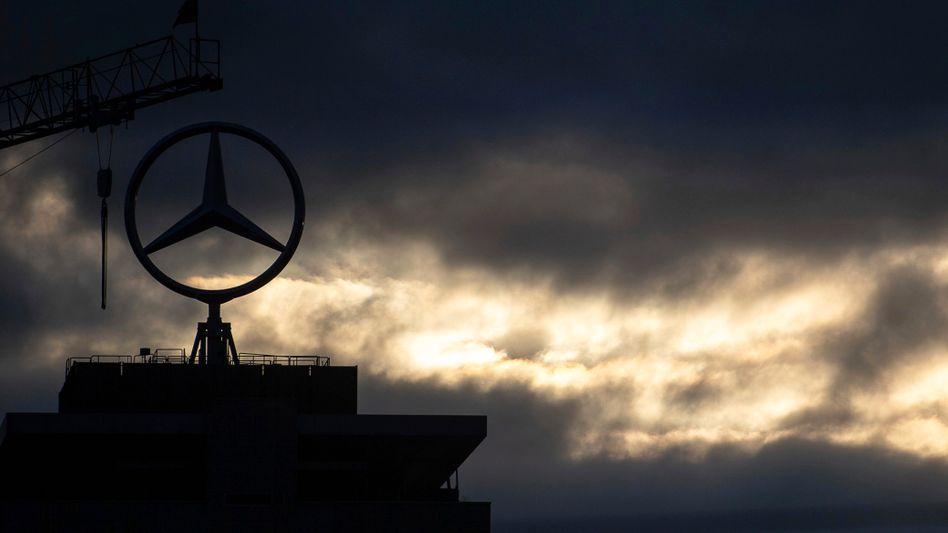 Daimler-Logo in Untertürkheim: Strafbefehle im Zusammenhang mit unzulässigen Abschalteinrichtungen