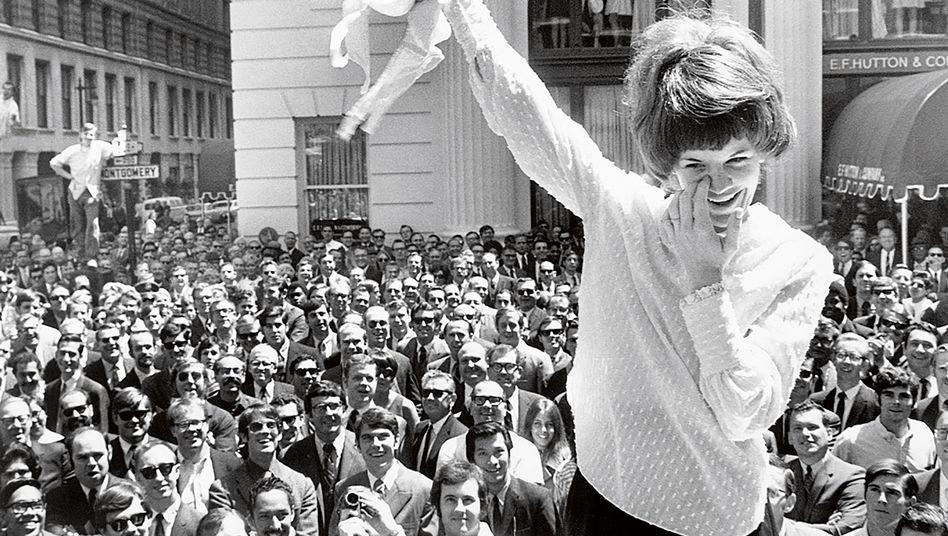 Büstenhalter-Halterin: Protest für mehr Frauenrechte vor einem Ladengeschäft 1969 in San Francisco