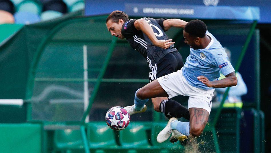 Es war eine intensive Partie zwischen Olympique Lyon (links Maxence Caqueret) und Manchester City (rechts Raheem Sterling)