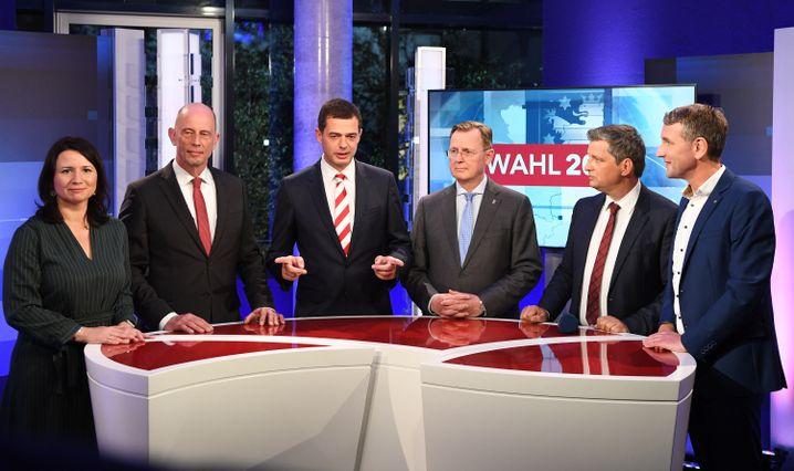 Die Spitzenkandidaten mit MDR-Moderator Christian Müller (2.v.r.) im Wahlstudio in Erfurt
