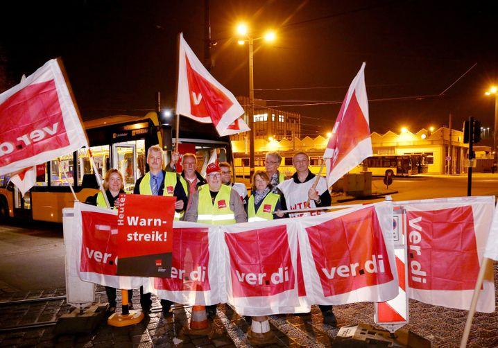 Protestierende Bus- und Straßenbahnfahrer in NRW