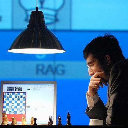 Historisches Spiel: Schachweltmeister Kramnik in der letzten Partie gegen Deep Fritz
