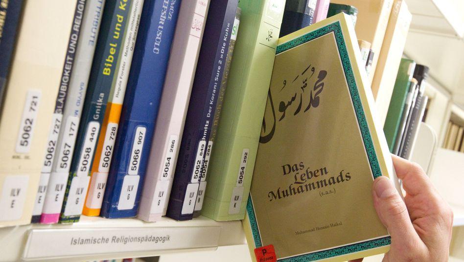 Bibliothek in Osnabrück: Hier lernen jetzt Imame in deutscher Sprache ihr Handwerk