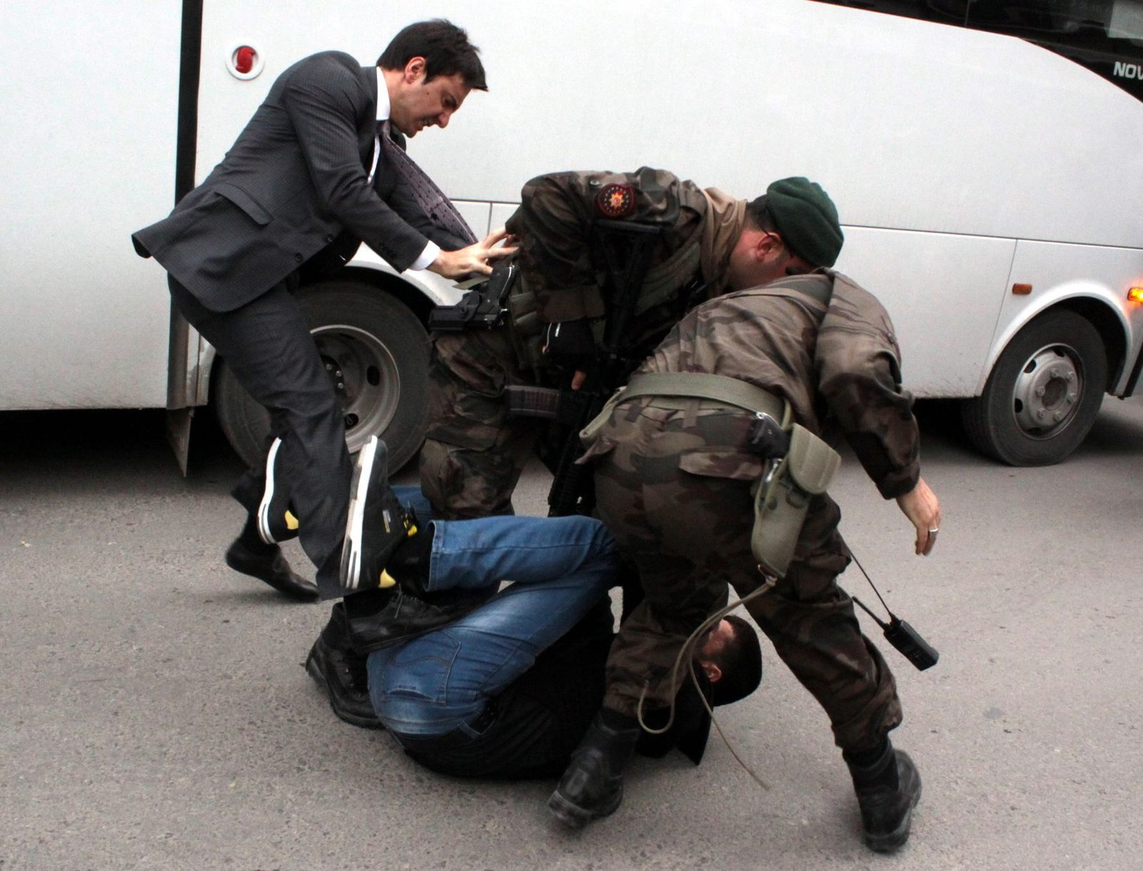 Türkei/ Yerkel tritt Demonstarnten