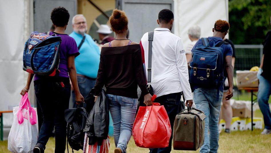 Flüchtlinge bei der Erstaufnahme in Rendsburg: Einwanderung klug steuern