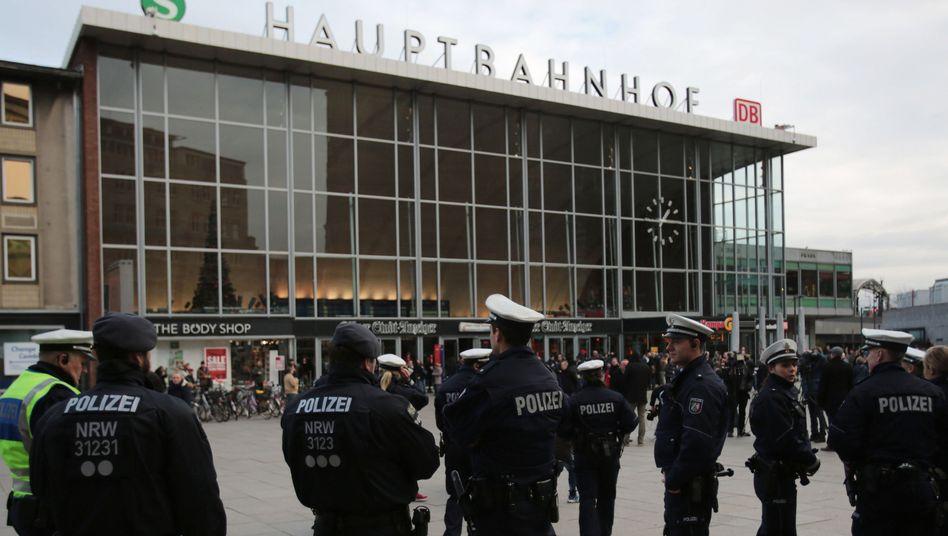 """Polizisten vor dem Hauptbahnhof Köln: """"Das Negativ-Image potenziert"""""""