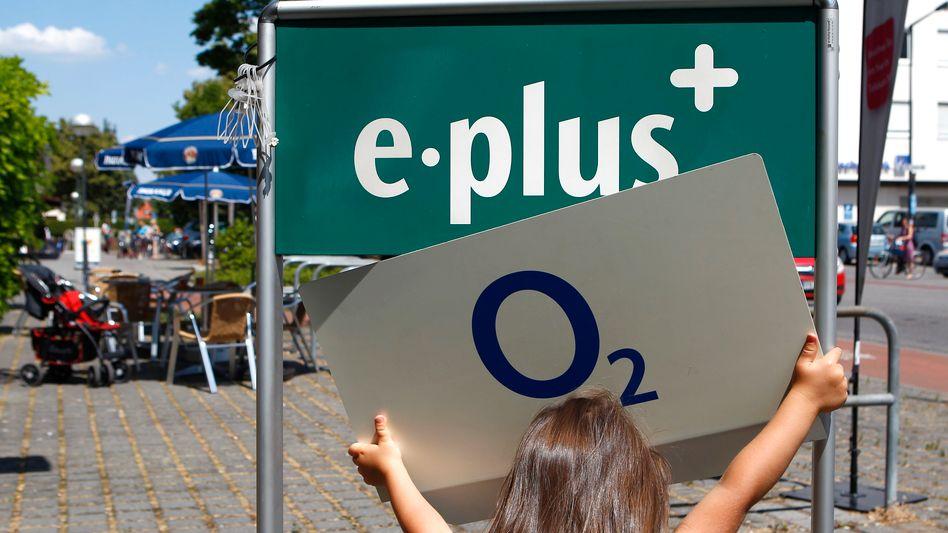 O2 übernimmt E-Plus: Mobilfunk-Zusammenschluss unter Bedingungen