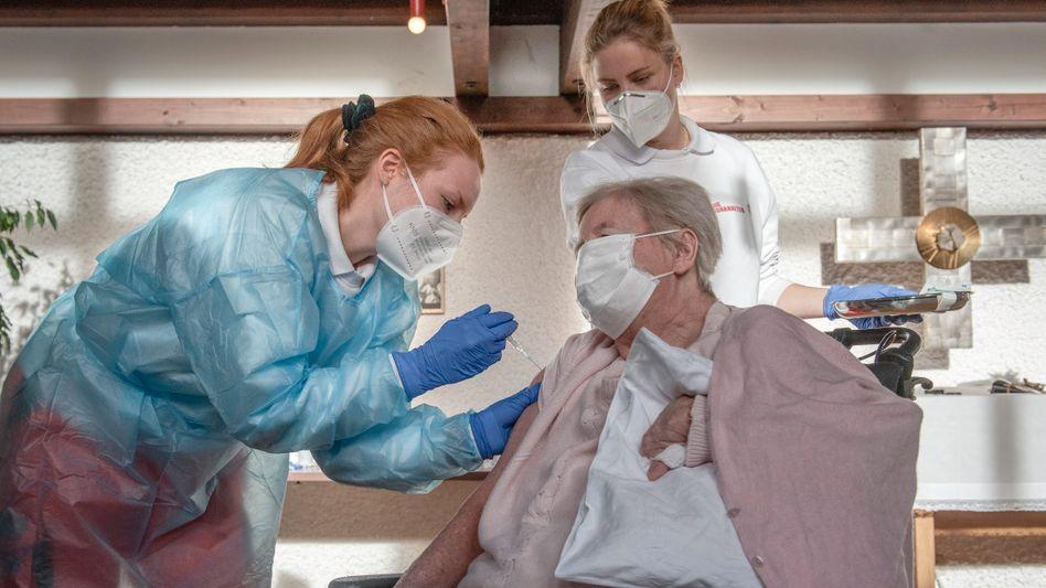 Impfung in Münchener Pflegeheim: »Das Bemerkenswerte ist nicht die Knappheit.«