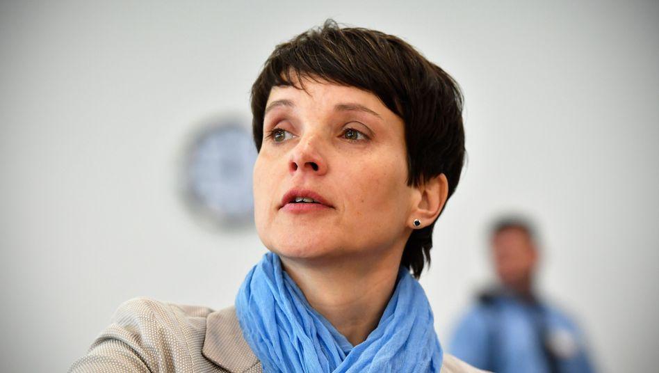 Frauke Petry, frühere Bundesvorsitzende der AfD, in Dresden im Gerichtssaal