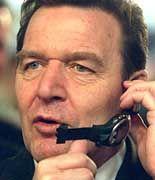 Gerhard Schröder nutzt die Cebit, sich als Hightech-Kanzler zu profilieren