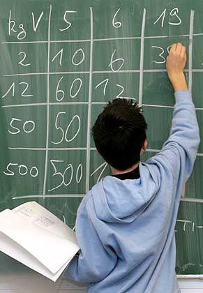 Schüler im Matheunterricht: Gefühltes und gerechnetes Ergebnis