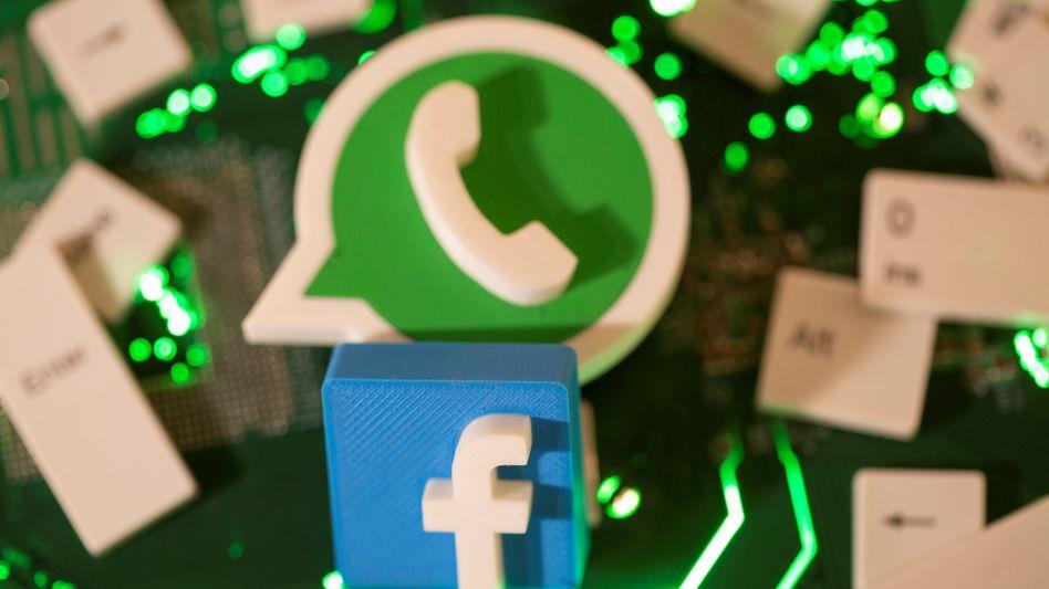 Logos von WhatsApp und Facebook: Mit Ablauf der Deadline muss nicht unbedingt Schluss sein