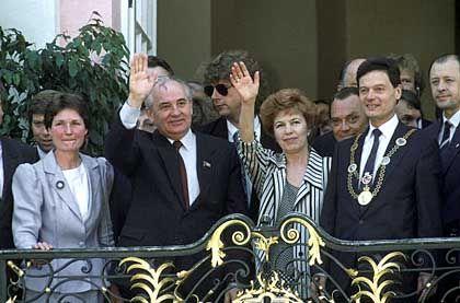 Gorbatschow mit Frau Raissa beim Staatsbesuch in Bonn im Sommer 1989