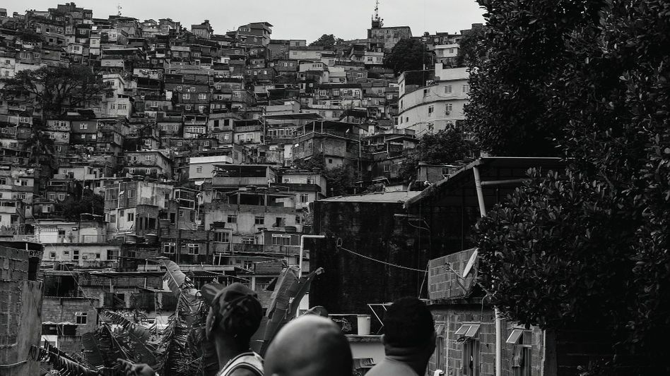 A favela in Rio: The top 10 percent of society accounts for 55 percent of all income, but half of all citizens live on a mere 66 euros a month.