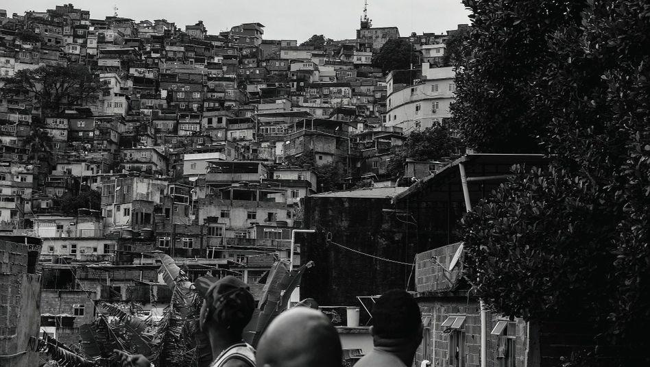 Die Ungleichheit:Während die oberen 10 Prozent des Landes 55 Prozent aller Einkünfte auf sich vereinen, lebt die Hälfte aller Bürger von 66 Euro im Monat.