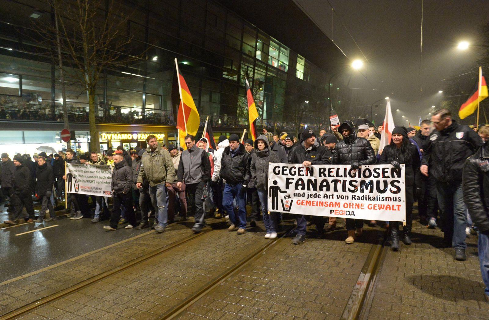 Pegida Demonstration vor Dynamo-Stadion