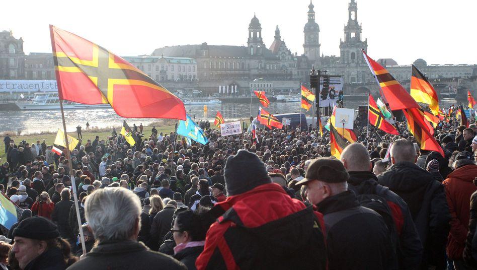 Pegida-Demonstration im Winter 2016 in Dresden