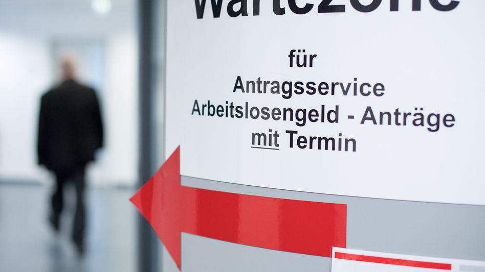 Darlehen auf Antrag: Hartz-IV-Bezieher werden zu Bittstellern gemacht