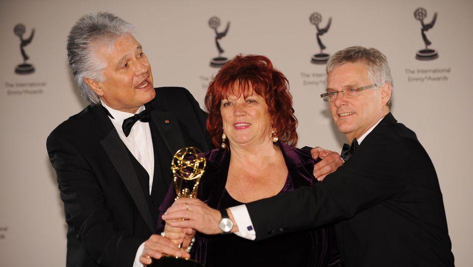 """Emmy für """"Die Wölfe""""-Macher: Guido Knopp (l.), Regina Ziegler und Heiner Gatzemeier"""