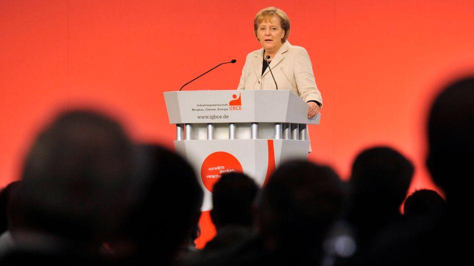 CDU-Chefin Merkel vor Gewerkschaftern: Mindestlöhne verteidigen