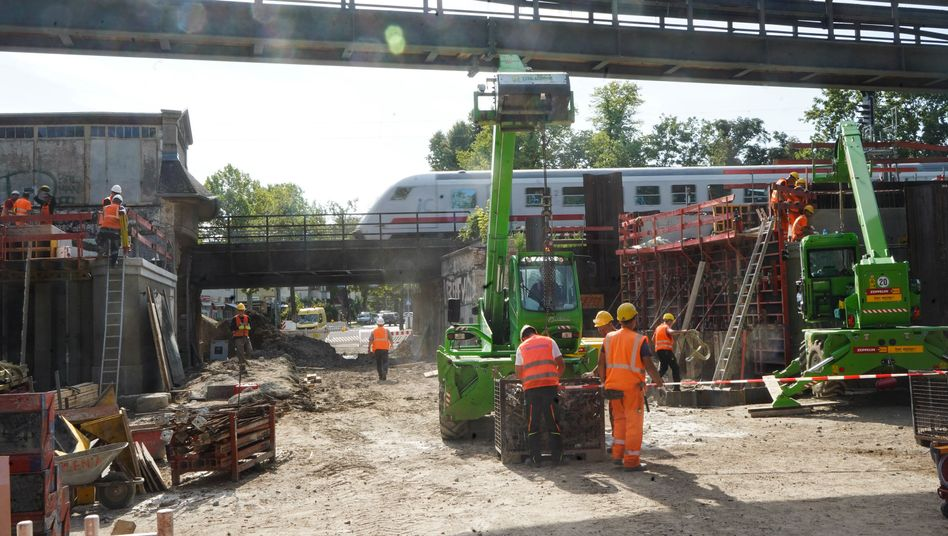 Bau von Bahnbrücken in Berlin (August 2019): 2000 der Bauwerke will das Unternehmen in den kommenden zehn Jahren sanieren