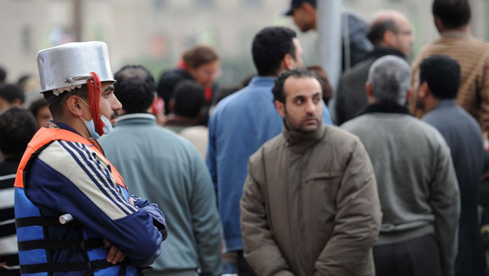 Protest in Ägypten: Mit Suppentöpfen auf dem Kopf